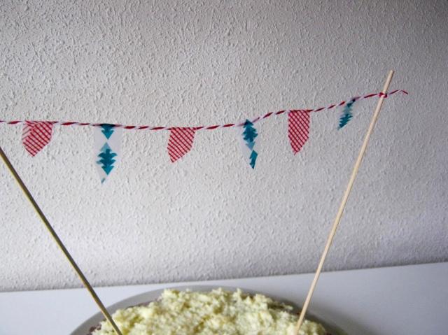 tarta con banderines